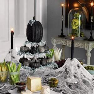 décoration-Halloween-effrayante-table-couverte-toile-araignée