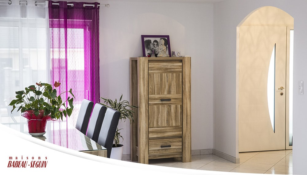 maison moderne et familiale. Black Bedroom Furniture Sets. Home Design Ideas